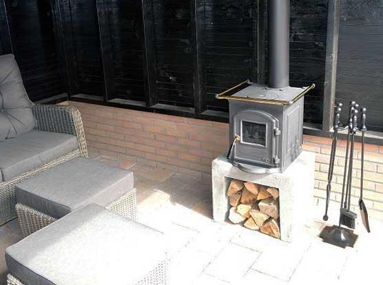 Houtkachels voor buiten zijn zeer geschikt voor meer sfeer tijdens een buitenfeestje of voor warmte onder een overkapping